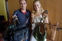 Za spolupracovníky firmy David Servis přinesli kabelky Milan Jindra a Aneta Minárová.