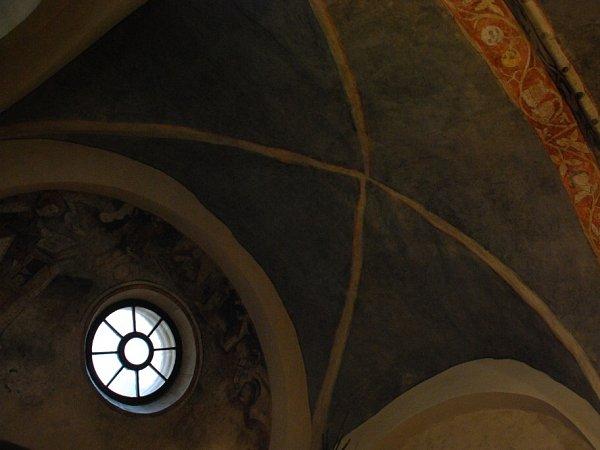 Jihočeský kraj chce koupit cenné sídlo johanitů. Strakonická komenda je památkou sunikátními freskami. Avlhkými zdmi…
