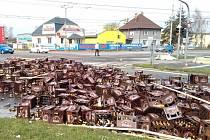 Škoda na pivě činí dvě stě tisíc, na samotném nákladním voze pak sto tisíc.