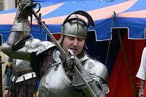 Novohradské podzimní slavnosti nabídly divákům ukázky historických bojů předvedené skupinou Vítkovci.