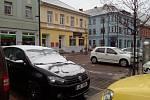 České Budějovice - K ránu napadl sníh, který již pomalu roztává.