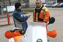 Stanislav Šachl se svým soutěžním motocyklem KTM.