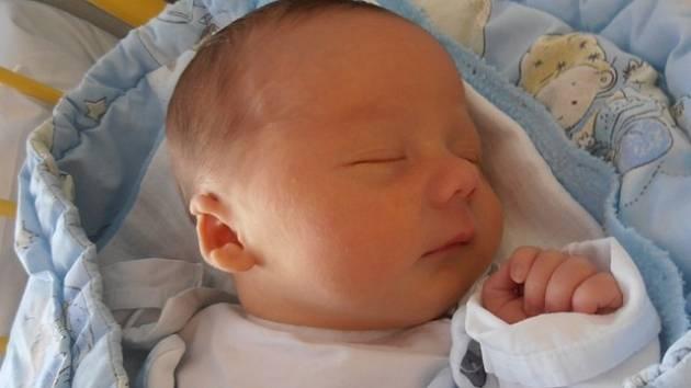 Prvorozený Richard Komrska se narodil v sobotu 9.11.2013 v 19 hodin a 45 minut. Po narození vážil       3,36 kg. Bydlet bude v Českých Budějovicích spolu s rodiči Hanou a Janem Komrskovými.