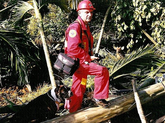 Jaroslav Sedlák několikrát pomáhal po zemětřesení v Asii.