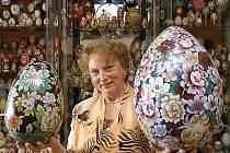 Pořadatelka výstavy velikonočních vajec Adela Langová.