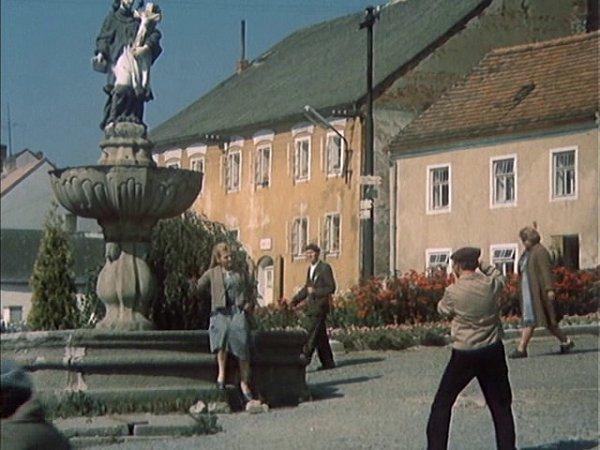 Kašna na jistebnickém náměstí se vepizodě Bestie objevuje velmi výrazně.