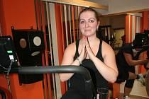 Finalistka reality show Fit s Deníkem za jižní Čechy Alena Štědronská (27) z Blatné má za sebou téměř tři týdny, kdy se snaží zhubnout a skloubit cvičení a jídlo.