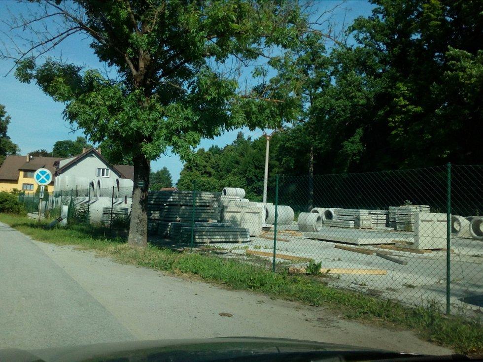 Jakule u Nových Hradů je místem, kde je nádraží Nové Hrady. V místní firmě se vyrábí betonové stavební prvky.