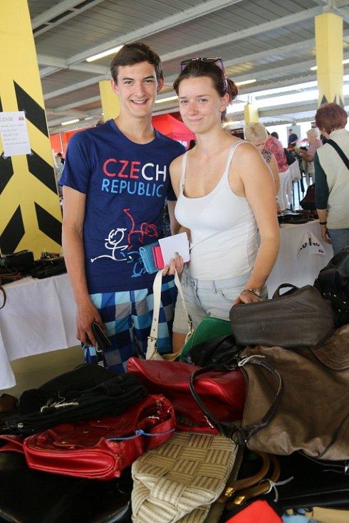 Na Kabelkový veletrh Deníku se přišla podívat Eliška Cinádrová a Michal Jokl.