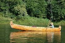 Sibiřský Bavor ve své kanoi.