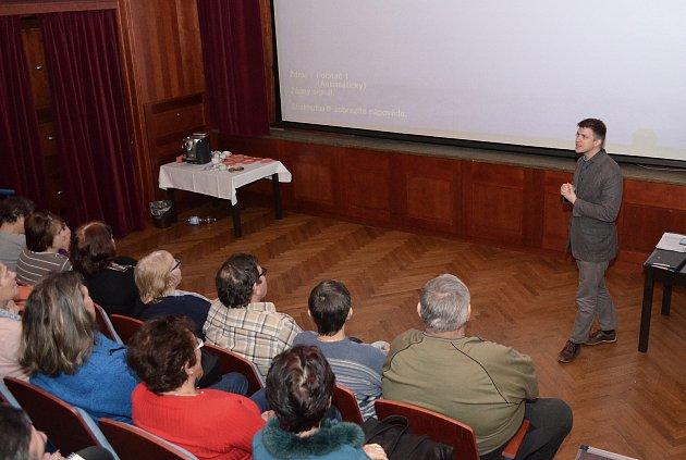 Nový semestr virtuální univerzity třetího věku se vúterý otevřel vSokolovně vTýně nad Vltavou.