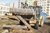 Na Máji staví u MŠ Karla Štěcha novou modulovou přístavbu pro padesát dětí.
