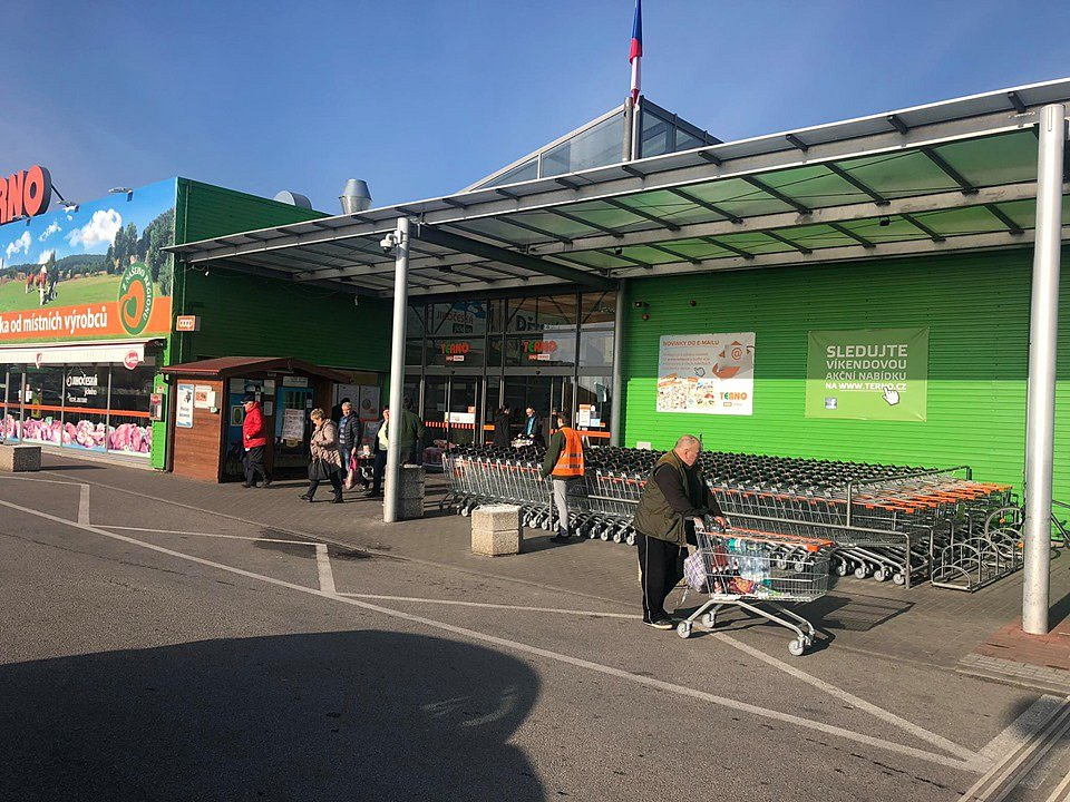 V českobudějovickém supermarketu Terno bylo v sobotu ráno hodně lidí. Nebylo to ale o mnoho více zákazníků než v jiná sobotní rána.