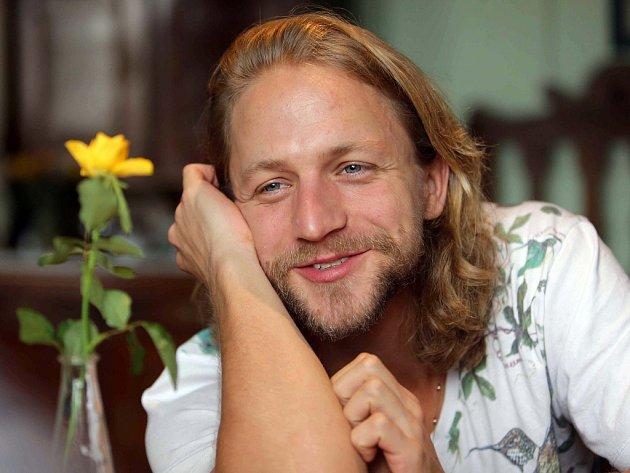 ON-LINE rozhovor s muzikantem, písničkářem a hercem Tomášem Klusem