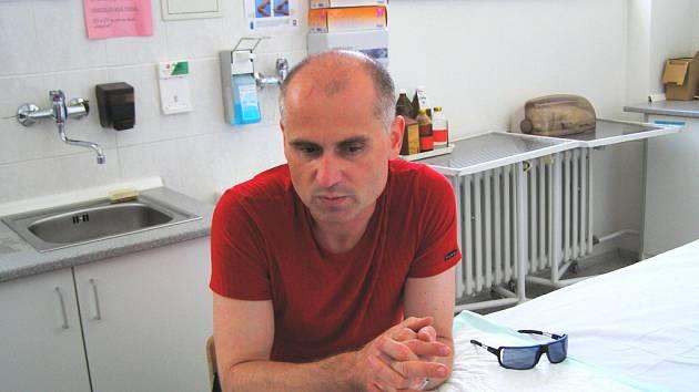 """""""Každý  chirurgický zákrok je zatížený větším či menším rizikem,"""" tvrdí primář Vladimír Mařík."""