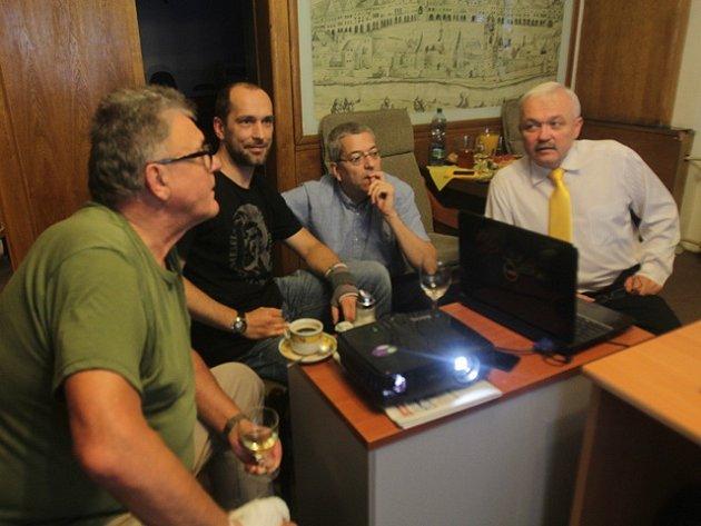 Zástupci KDU-ČSL při sledování výsledků komunálních voleb.