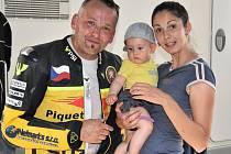 Petr Vorlíček se svou manželkou a malým synkem.