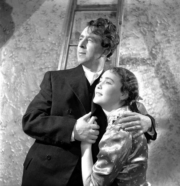 Květa Fialová  vroce 1954ve hře Svatba Krečínského, kde hrála hlavní ženskou roli.