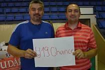 TRENÉŘI Jiří Johanes a Petr Martínek (zleva) povedou tým U19 Chance v Bonver ŽBL.