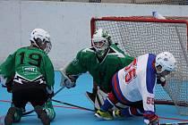 Hokejbalisté Betonovy All Stars porazili v sobotním čtvrtfinále II. NHbL Pedagog ČB 4:2 a vedou 1:0 na zápasy. Obhájci titulu otočili skóre ve třetí třetině, kterou vyhráli 3:0. Českobudějovické derby slibuje za týden zajímavou odvetu.