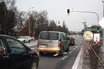 Nové semafory na Dlouhé louce zatím mnoho problémů nedělají.