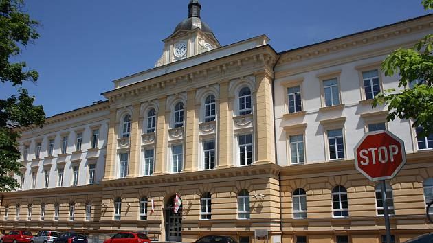Budova dolního areálu českobudějovické nemocnice dýchá dlouhou historií.