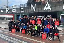 Mladí fotbalisté Dynama v Londýně navštívili také stadion Arsenalu.