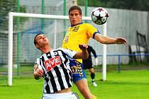 V sobotní přípravě na Hluboké hráli fotbalisté Dynama s Jihlavou 0:0 (Adam Klavík bojuje s Krutým): uspějí turnaji v N. Včelnici?