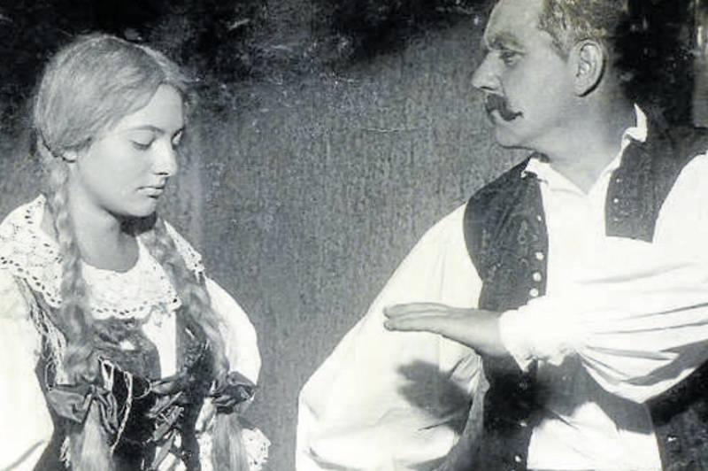 Naši furianti 1961. Lidka Kubalová v roli Verunky a Karel Pouzar v roli Jakuba Buška.