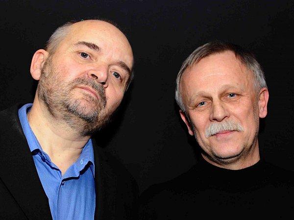 Jan Burian a Jiří Dědeček (snímek zroku 2011) vydávají své první a poslední společné album. Na šesti CD shrnuje jejich hraní zlet 1974 - 1985, hraní sMagdou Křížkovou, Jiřím Suchým, neznámé nahrávky ikoncert na Večeru rozpadlých dvojic.