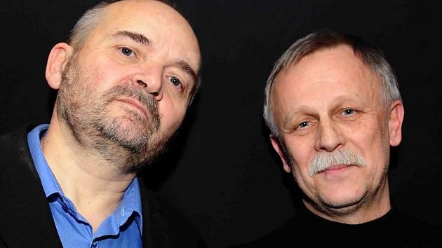 Jan Burian a Jiří Dědeček (snímek z roku 2011) vydávají své první a poslední společné album. Na šesti CD shrnuje jejich hraní z let 1974 - 1985, hraní s Magdou Křížkovou, Jiřím Suchým, neznámé nahrávky i koncert na Večeru rozpadlých dvojic.