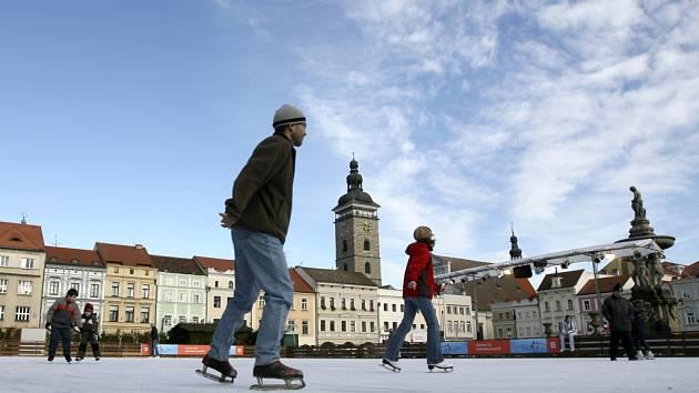 Umělé kluziště se po letech vrátí na náměstí Přemysla Otakara II.
