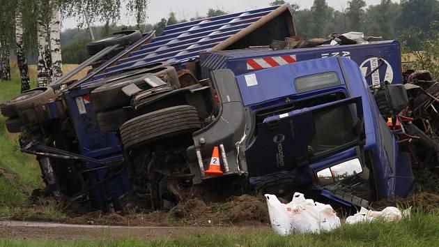 Při hromadné nehodě u Pištína zemřel 46letý cizinec v Renaultu Espace.