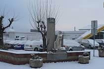 K menším památkám Borku patří památník padlým z 1. světové války, který byl postaven hned u hlavní silnice, kudy donedávna vedl tah na Prahu, než byl postaven úsek dálnice D3 od Ševětína k Úsilnému.