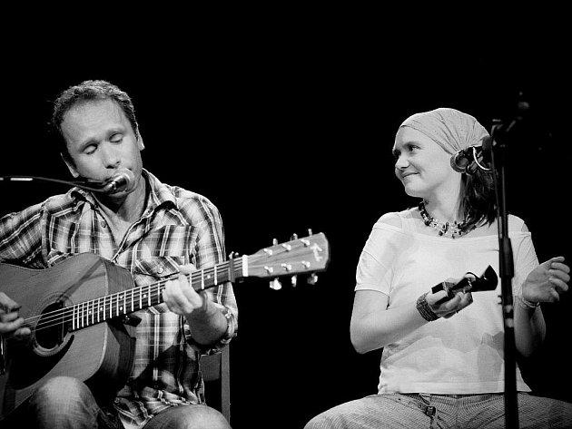 Skupiny Šantré (na snímku) a Epy de Mye, hrající folk, swing i šansony, koncertují ve středu od 20 hodin v budějovickém klubu Solnice.
