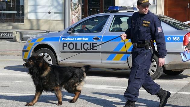 Nahlášená bomba na břeclavském úřadě zastavila práci úředníků a částečně zkomplikovala dopravu na náměstí T.G. Masaryka.