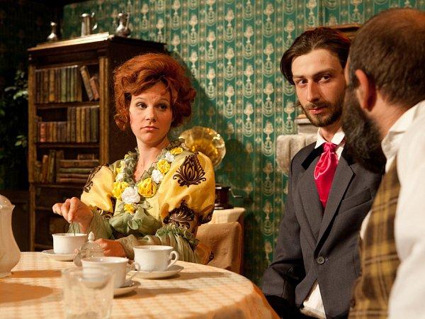 Budějcká Thálie 2014přinese od 1.do 9.listopadu celkem třináct představení. Snímek zromantické komedie Strašidlo cantervillské.