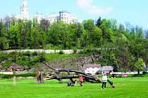 Sezona je v plném proudu, v sobotu se odehraje maraton. Golfisté si pochvalují  kvalitu terénu i romantickou kulisu.