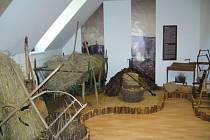 Expozice Ze života šumavského Podlesí v Hoslovicích. Areál tvoří tři roubené a zděné stavby s doškovou krytinou, rybník s náhonem, sad a louky.