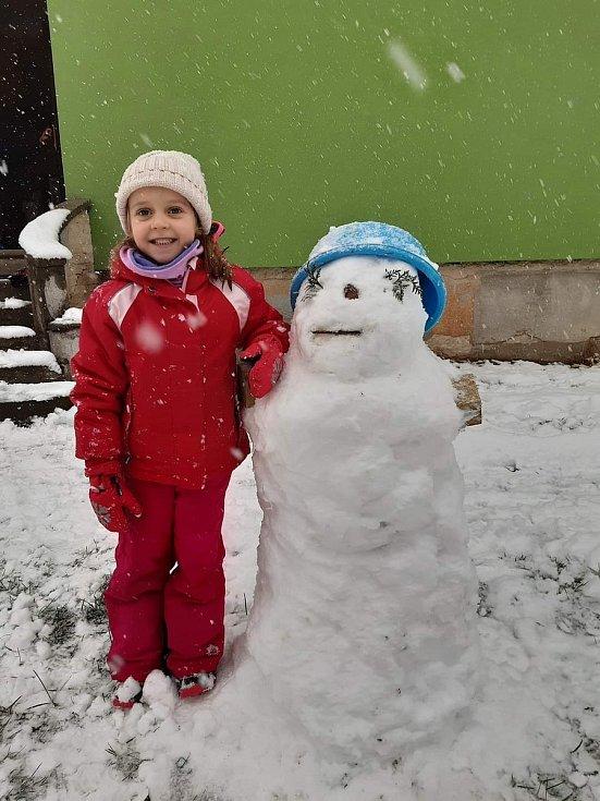 Sněhová nadílka ze Sezimova Ústí. Jsme nadšení, venku se vyblbneme a člověk se odreaguje. Foto: Marie Lauferova