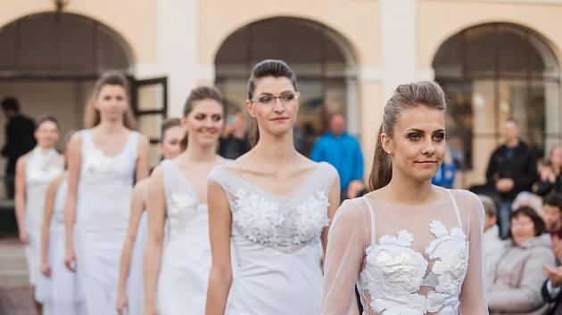 Vernisáž a módní přehlídka v Lišově.