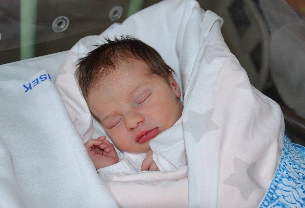 Dominik Hrdina z Písku. Prvorozený syn Kateřiny Lexové a Lukáše Hrdiny se narodil 14. 12. 2020 ve 12.26 hodin. Při narození vážil 3850 g a měřil 51 cm.