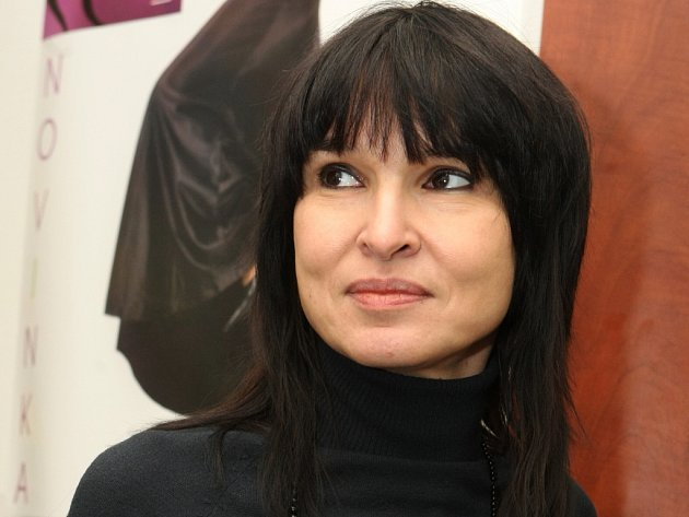 Simona Monyová.