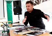 Tábor patřil od 3. do 5. října knihám, festival Tabook, zaměřený na malé nakladatele, přilákal stovky lidí. Na snímku kritik a překladatel Petr Onufer.