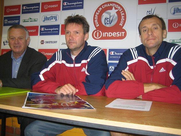 Na pondělní  tiskové konferenci před startem Ligy mistrů odpovídali novinářům manažer Zdeněk Scheichl, trenér Petr Brom a kapitán týmu Stanislav Pochop.
