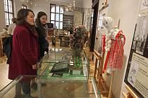 Exponáty výstavy Život našich předků nenajdete ve vitrínách. Vše si můžete osahat a vyzkoušet.