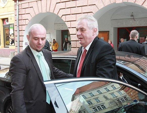 Miloš Zeman poobědval se starosty jihočeských obcí vrestauraci hotelu Malý pivovar.