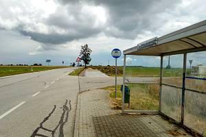 Od Ohrazeníčka povede až do Ledenic nová stezka pro pěší a cyklisty. Práce mají skončit do konce října 2020. Na snímku stavba u Ohrazeníčka.