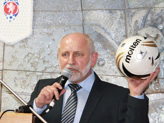 Fotbalovému okresu šéfuje jako předseda Jiří Kureš.
