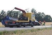 Silnici mezi Českými Budějovicemi a Pískem uzavřela v pondělí večer nehoda nákladního auta, které havarovalo u Pištína.